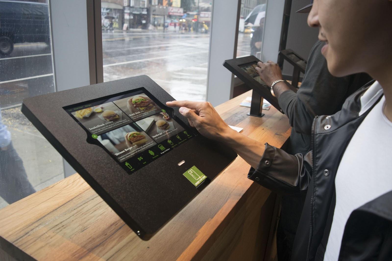 利用数字化开发的产品,可以更好地服务店内的消费者及用户,为他们带来更好的用户体验,提升在店内用餐的感受